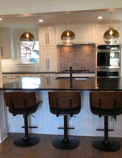 Black-and-WRoyal Northaven Contemporary Kitchen Renovationhite-Contemporary-Kitchen-with-Bar-Stools-in-Royal-Northaven-Dallas