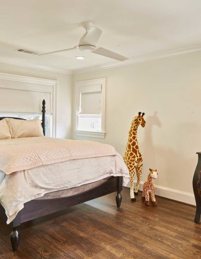 White Pink Wood Luxury Bedroom Suite with Tow Giraffe Toys